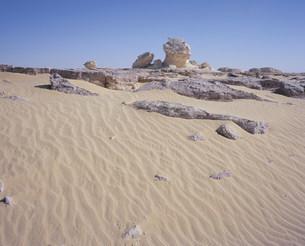 西方砂漠バフレイヤオアシスより白砂漠の写真素材 [FYI03277117]