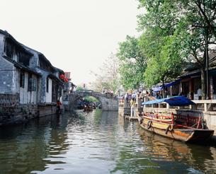 周荘鎮 運河(南北市河)の写真素材 [FYI03277276]