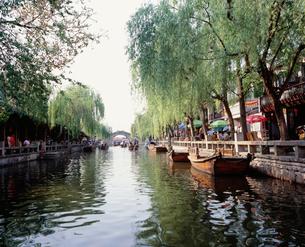 周荘鎮 運河(南北市河)の写真素材 [FYI03277283]
