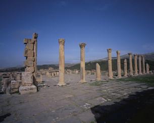 ジェミラ遺跡(フォルムと列柱)の写真素材 [FYI03278078]