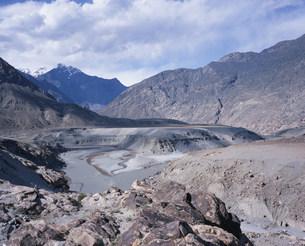 インダス・ギルギット川合流点の写真素材 [FYI03278135]