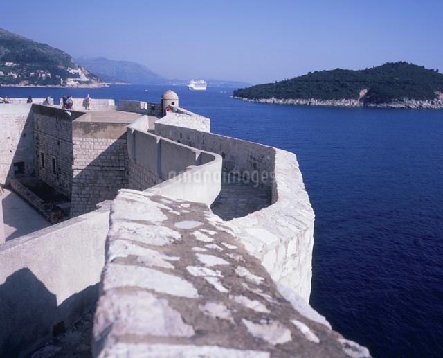 城壁とアドリア海の写真素材 [FYI03278275]