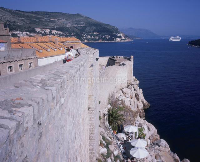 城壁とアドリア海の写真素材 [FYI03278277]