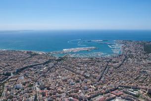 上空からのパルマ・デ・マヨルカ(マジョルカ)の街の風景の写真素材 [FYI03278635]