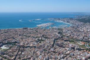 上空からのパルマ・デ・マヨルカ(マジョルカ)の街の風景の写真素材 [FYI03278636]