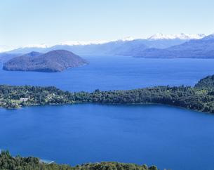 カンパナリオの丘より望む湖の写真素材 [FYI03279959]
