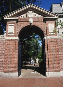 ハーバード大学の門の写真素材 [FYI03281135]