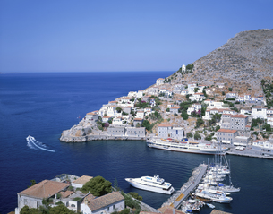 イドラ島の町と港 6月 ギリシヤの写真素材 [FYI03282126]