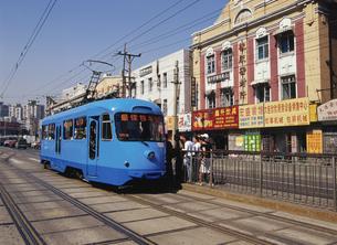 今も残る路面電車 大連 中国の写真素材 [FYI03282196]
