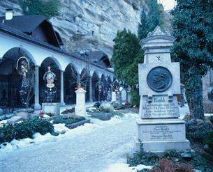 ザンクトペーター寺院の墓地の写真素材 [FYI03282235]