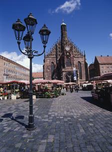 中央広場とフラウエン教会の写真素材 [FYI03283013]