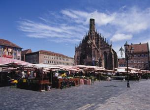 中央広場とフラウエン教会の写真素材 [FYI03283082]