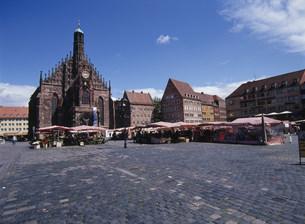 中央広場とフラウエン教会の写真素材 [FYI03283092]