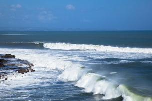 タナ・ロットの大波の写真素材 [FYI03283677]