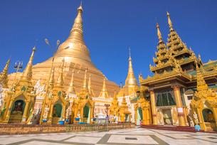 ヤンゴンのシュエダゴォン・パヤーの写真素材 [FYI03285306]