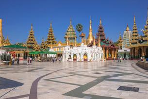 ヤンゴンのシュエダゴォン・パヤーの写真素材 [FYI03285326]