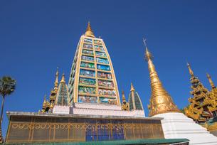 ヤンゴンのシュエダゴォン・パヤーの写真素材 [FYI03285329]