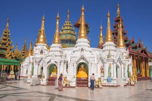 ヤンゴンのシュエダゴォン・パヤーの写真素材 [FYI03285330]