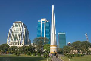 ヤンゴンのマハバンドゥーラ公園内にある独立記念塔の写真素材 [FYI03285362]