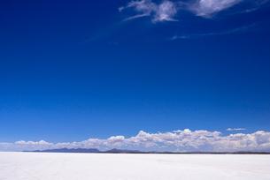 乾季のウユニ塩湖の写真素材 [FYI03285485]
