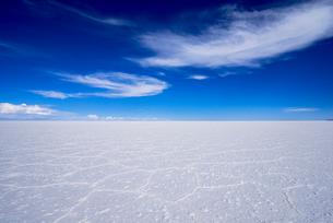 乾季のウユニ塩湖の写真素材 [FYI03285505]