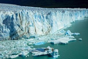パタゴニア地方のペリト・モレノ氷河の写真素材 [FYI03285510]