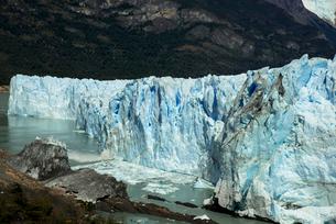 パタゴニア地方のペリト・モレノ氷河の写真素材 [FYI03285537]