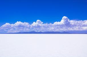 乾季のウユニ塩湖の写真素材 [FYI03285557]