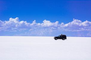 乾季のウユニ塩湖の写真素材 [FYI03285558]