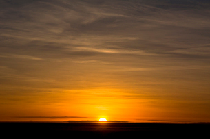 ウユニ塩湖の日の出の写真素材 [FYI03285559]