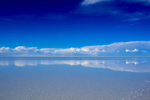 乾季のウユニ塩湖の写真素材 [FYI03285575]