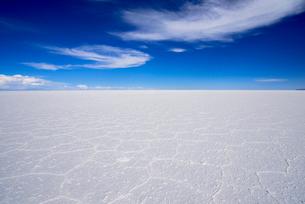乾季のウユニ塩湖の写真素材 [FYI03285580]