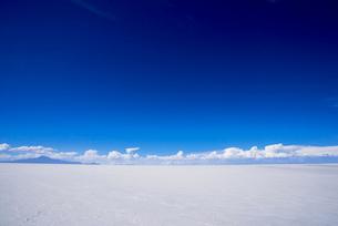 乾季のウユニ塩湖の写真素材 [FYI03285585]