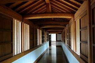 姫路城・西の丸百間廊下の写真素材 [FYI03286009]