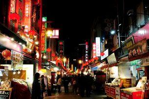 神戸中華街南京町の夜景の写真素材 [FYI03286107]