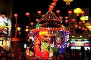 神戸中華街南京町の夜景の写真素材 [FYI03286108]