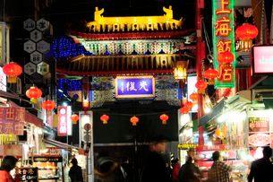 神戸中華街南京町の夜景の写真素材 [FYI03286109]