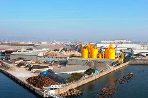 阪神高速湾岸線から尼崎工業地帯を望むの写真素材 [FYI03286113]