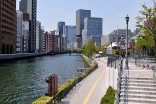 大阪 土佐堀川の街並み風景の写真素材 [FYI03286427]