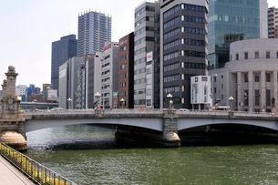 大阪 土佐堀川の街並み風景の写真素材 [FYI03286428]