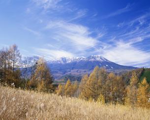 秋の開田高原と木曽御岳山の写真素材 [FYI03286748]