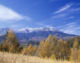 秋の開田高原と木曽御岳山の写真素材 [FYI03286754]