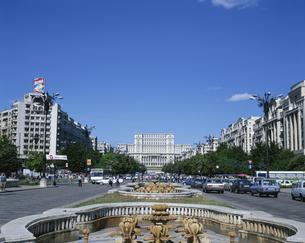 ブカレストの街並み 6月    ルーマニアの写真素材 [FYI03287653]