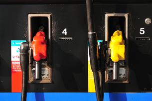 ガソリンスタンドの給油ホースの写真素材 [FYI03287764]