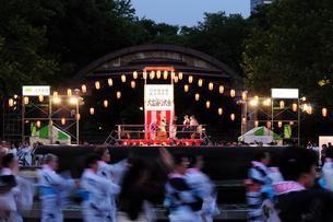 日比谷公園の盆踊り大会の写真素材 [FYI03288465]