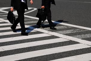 横断歩道を通行する人の写真素材 [FYI03288557]
