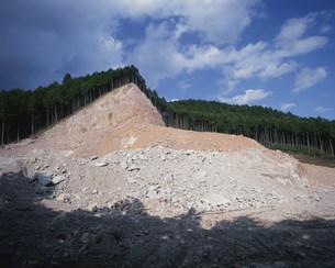 山を削った採石場の写真素材 [FYI03289019]
