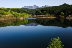 塩田ダムの貯水池の写真素材 [FYI03289842]