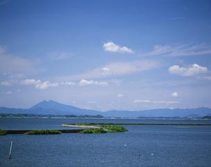 霞ヶ浦と筑波山の写真素材 [FYI03290219]