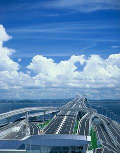 海ほたると入道雲の写真素材 [FYI03290662]